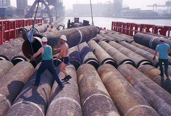 Loading Coated Pipes For North Sea Oil Industry At Leith Docks 1985