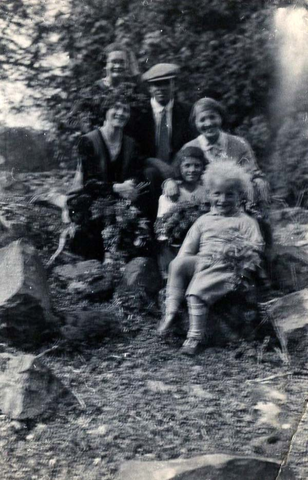Family Day Out Gathering Foliage 1930s