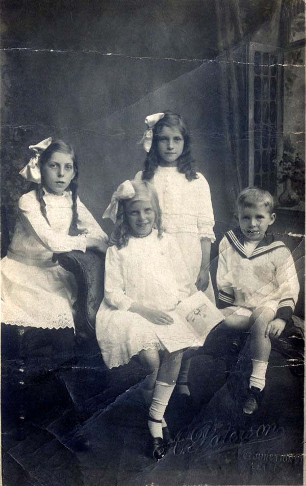 Studio Portrait Family c.1918