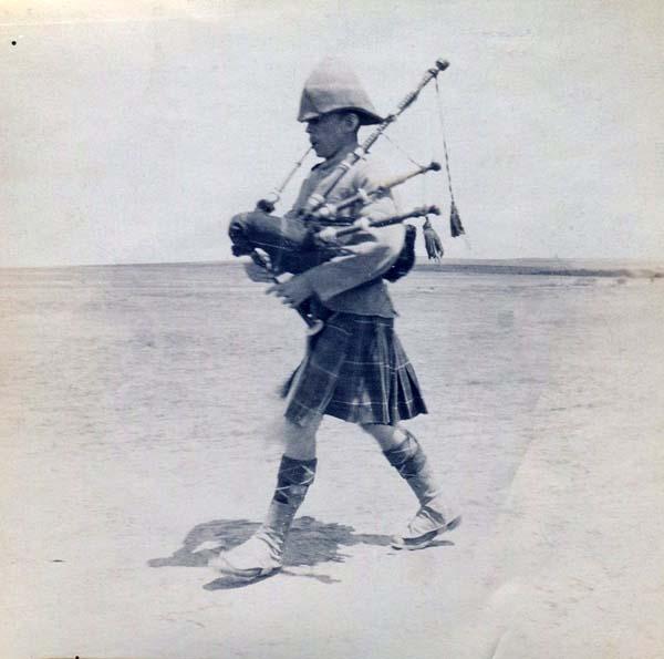 Piper Striding Across The Plain, Boer War 1899-1902