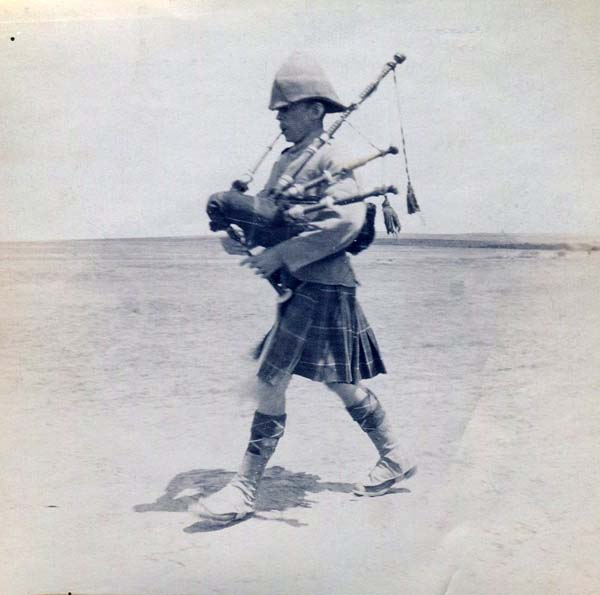 Piper Striding Across The Plain, Boer War 1899-1902