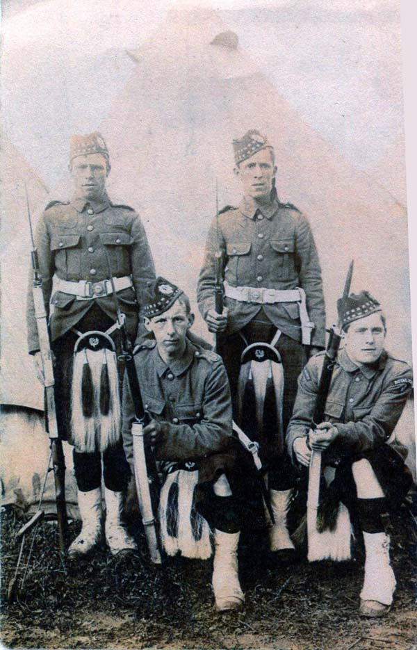 Four Soldiers Of The Royal Scots At Camp 1914-18
