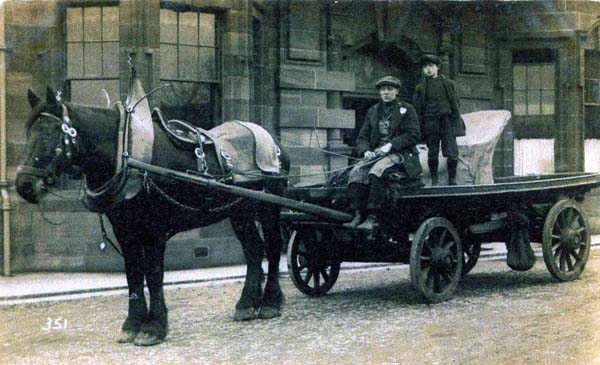 Horse Drawn Cart At Fort Place 1920s
