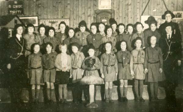 Brownie Pack Displaying Shield c.1936