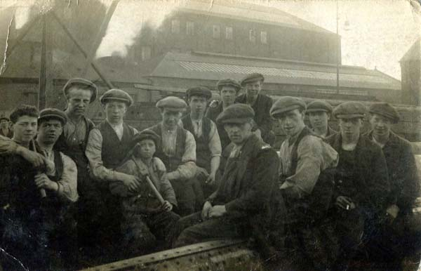 Group Of Workers At Cran & Somerville Shipbuilders 1924