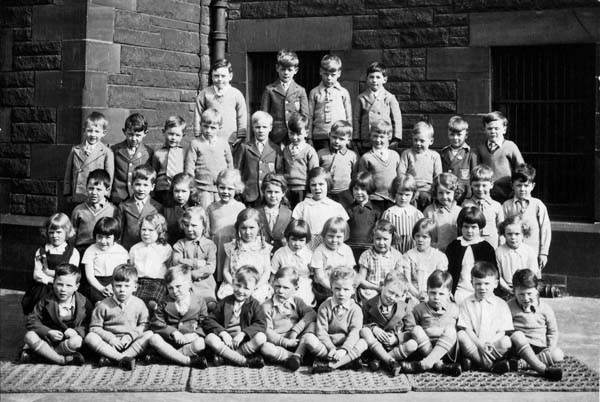 Leith Academy Primary Class Portrait 1935