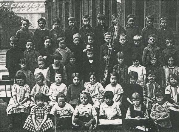 Yardheads Primary School Class Portrait 1927-28