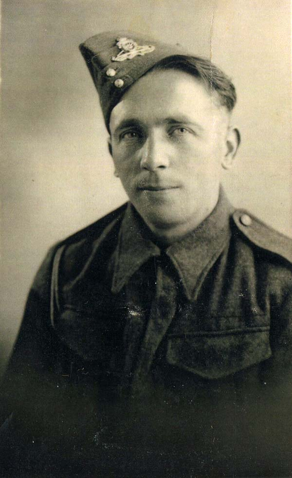 Studio Portrait Soldier Of The King's Own Scottish Borderers 7th Airborne c.1943