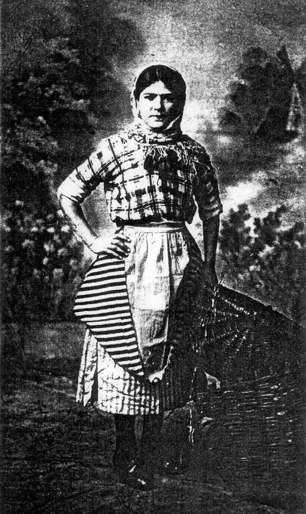 Studio Portrait Newhaven Fishergirl 1915