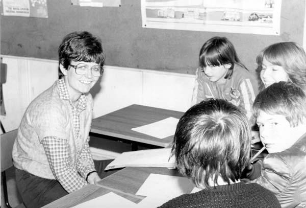 Greendykes School Teacher And Pupils 1980s