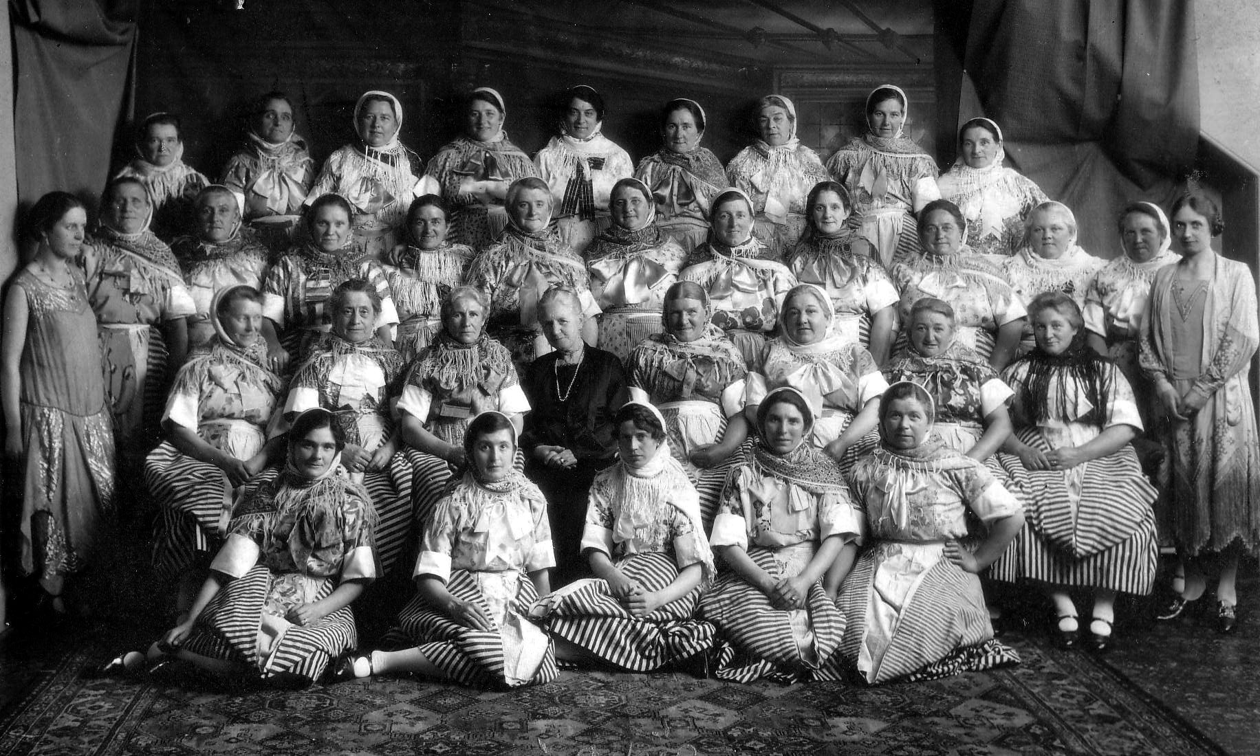 Newhaven Fishwives Choir 1920s