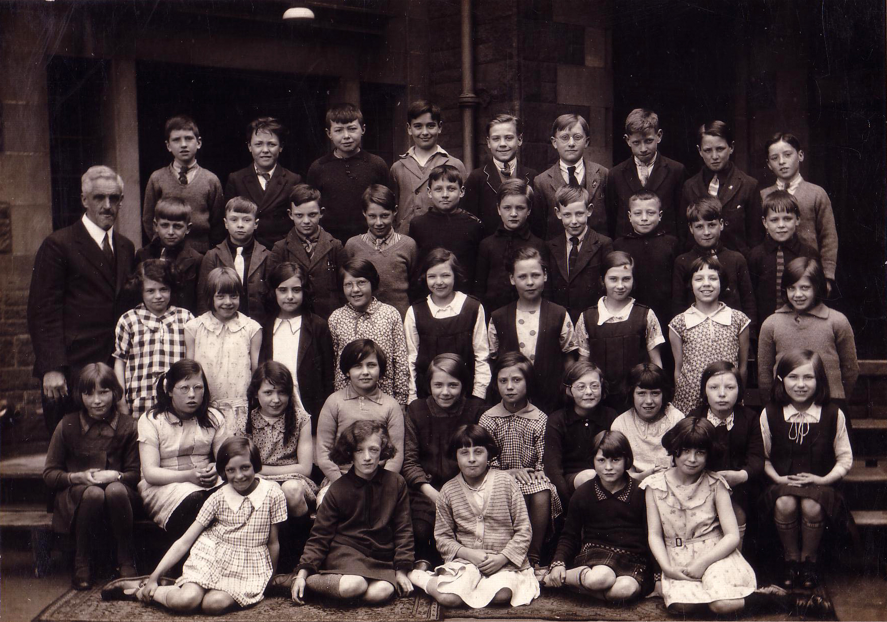 Qualifying Class Tollcross Primary School 1932