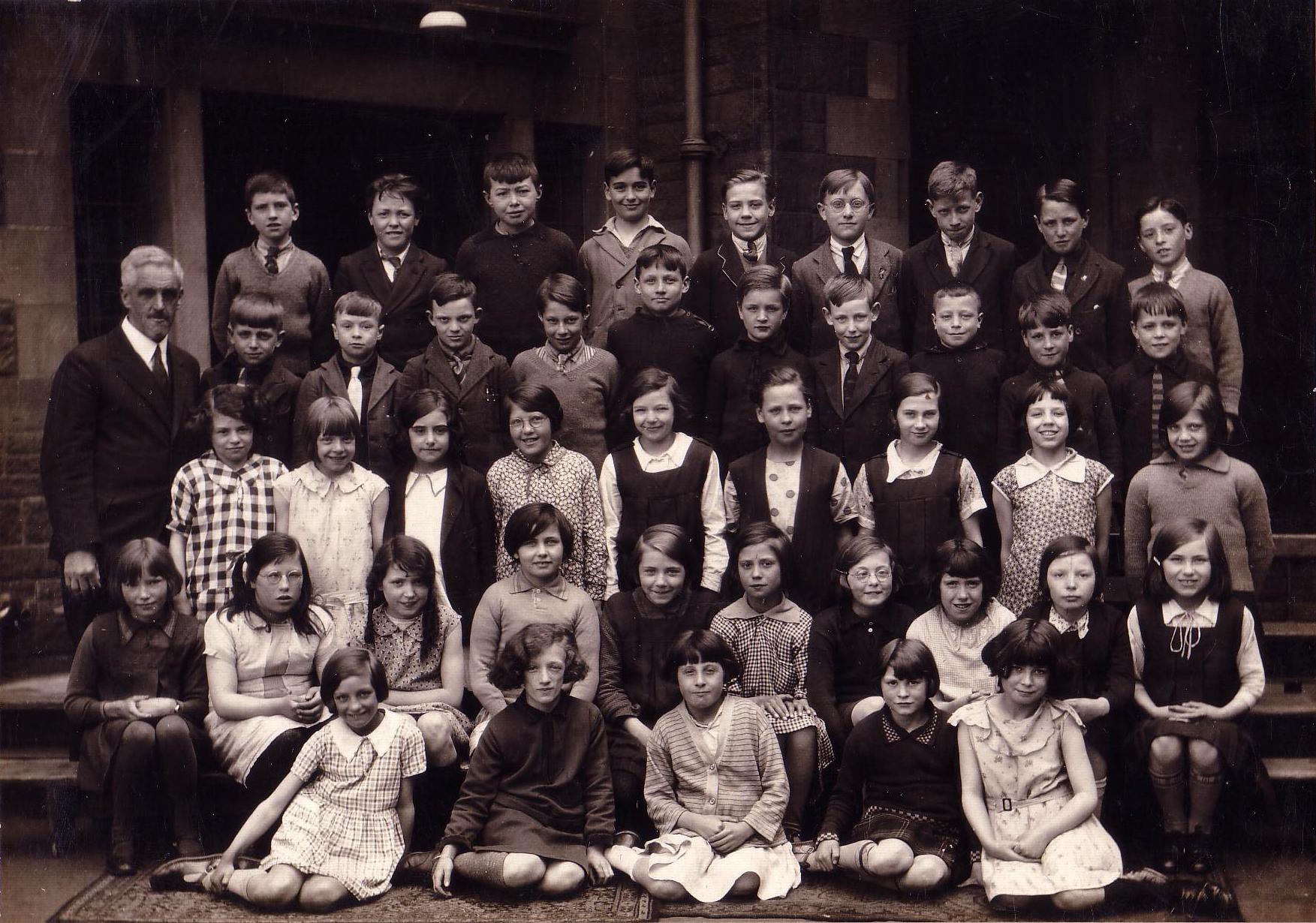 Qualifying Class Tollcross Primary School 1932