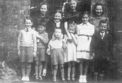 Group Of Children In The Back Green At 178 Causewayside 1946