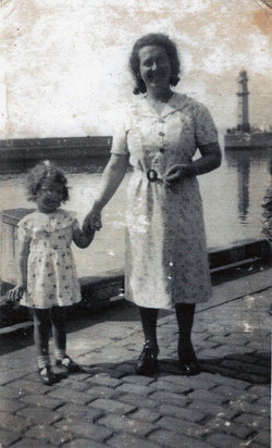 Woman And Child At Newhaven Harbour c.1943