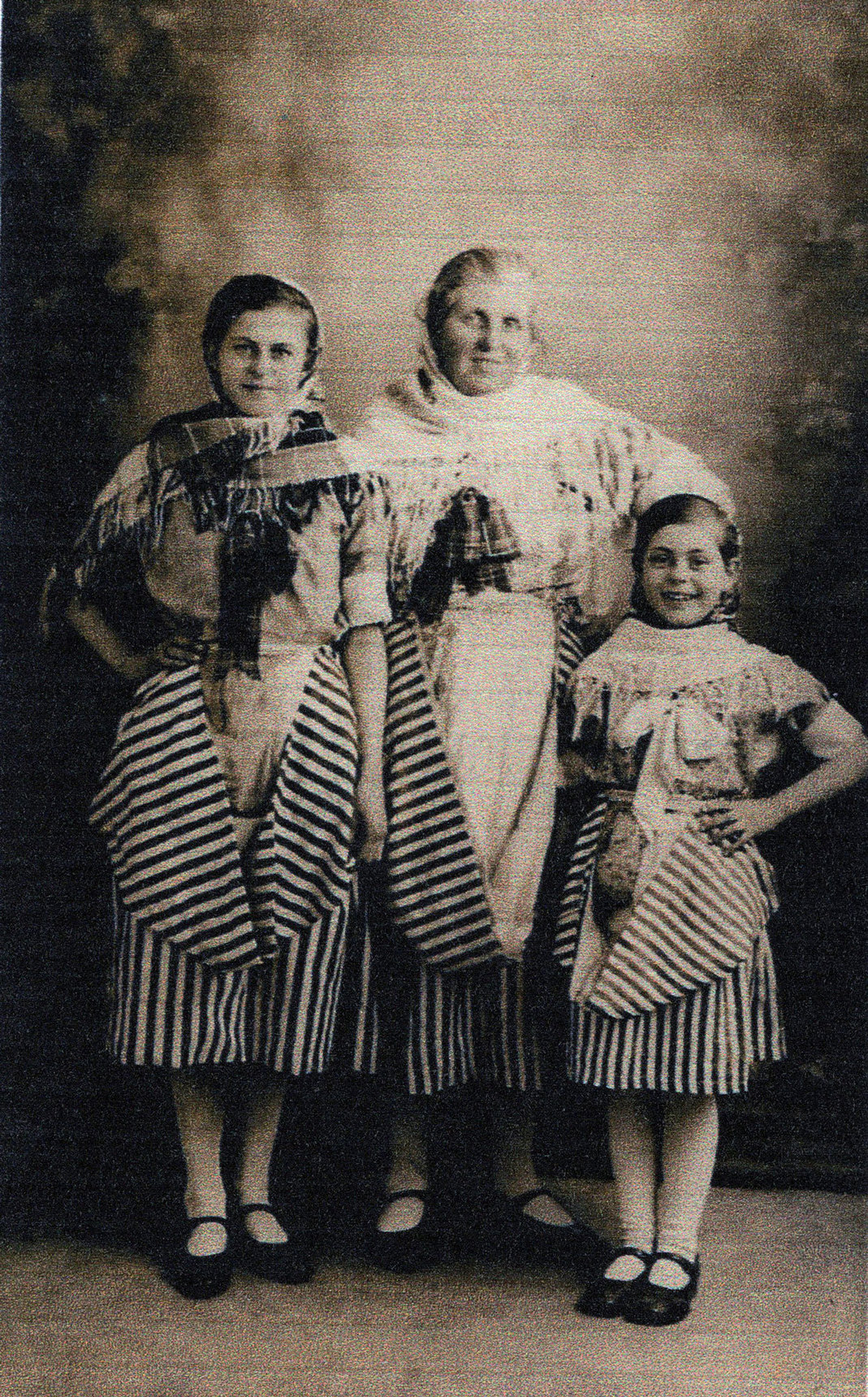 Studio Portrait Newhaven Fishwife And Fishergirls, 26 March 1933