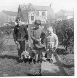 Children in a garden, Oxgangs