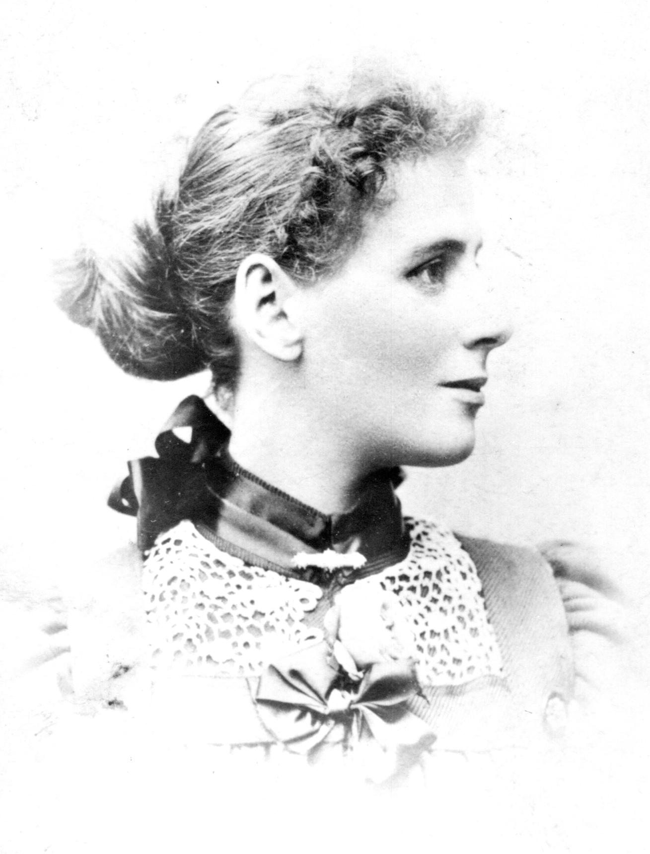 Studio Portrait In Profile Of Victorian Lady c.1890