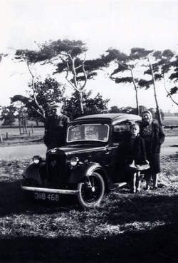 Family Out For Trip In Car Near Reservoir At Balerno c.1946