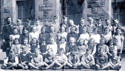 Towerbank Primary School Class Portrait 1950