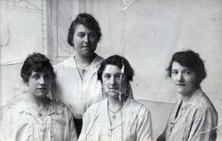 Studio Portrait Three Sisters And Friend 1910s
