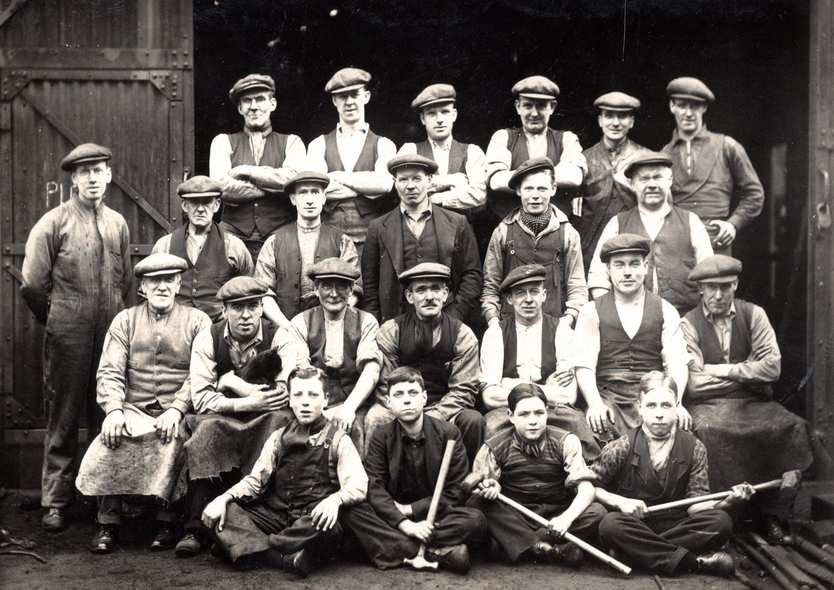 Workmen Of Unidentified Occupation 1910s