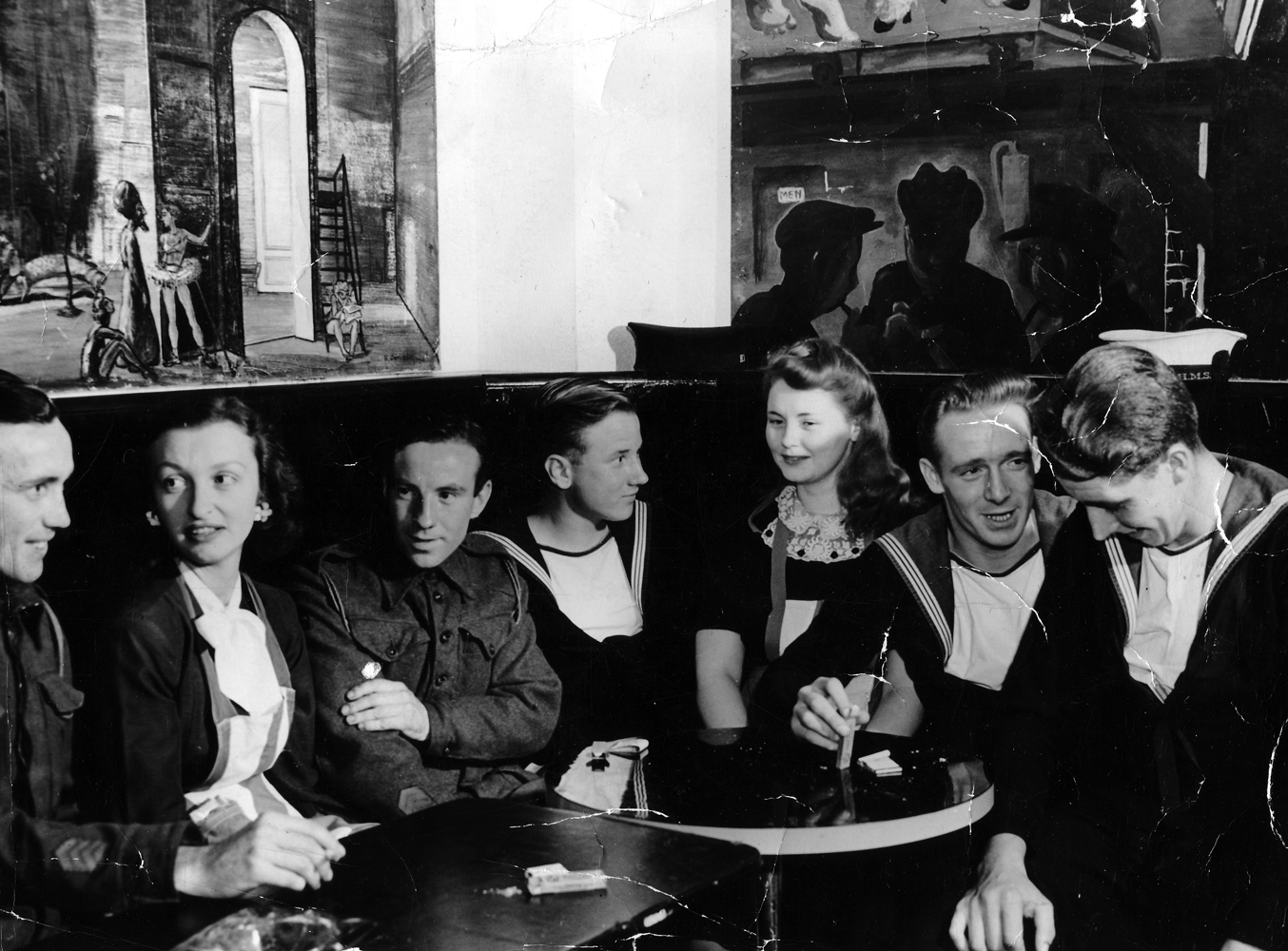Members Of Armed Forces And Ladies Chatting In A Bar 1940s