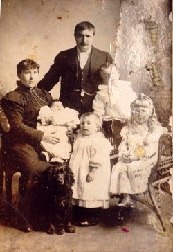 Studio Portrait Late Victorian Family c.1900