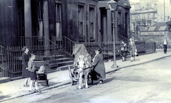 Street Musician With Barrel Organ And Pony In Rutland Square 1940s