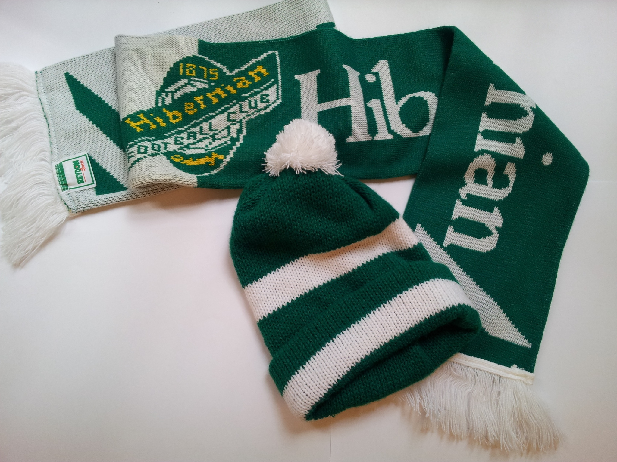 Hibernian F. C. supporter's hat and scarf