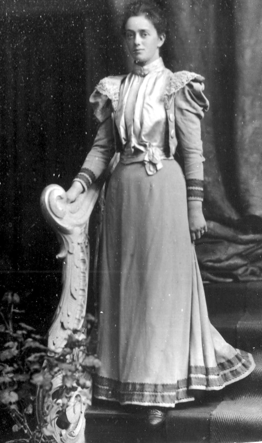 Studio Portrait Young Edwardian Woman c.1910