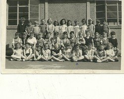 Christine Laidlaw and Class of 1949/50 Wester Hailes Primary School